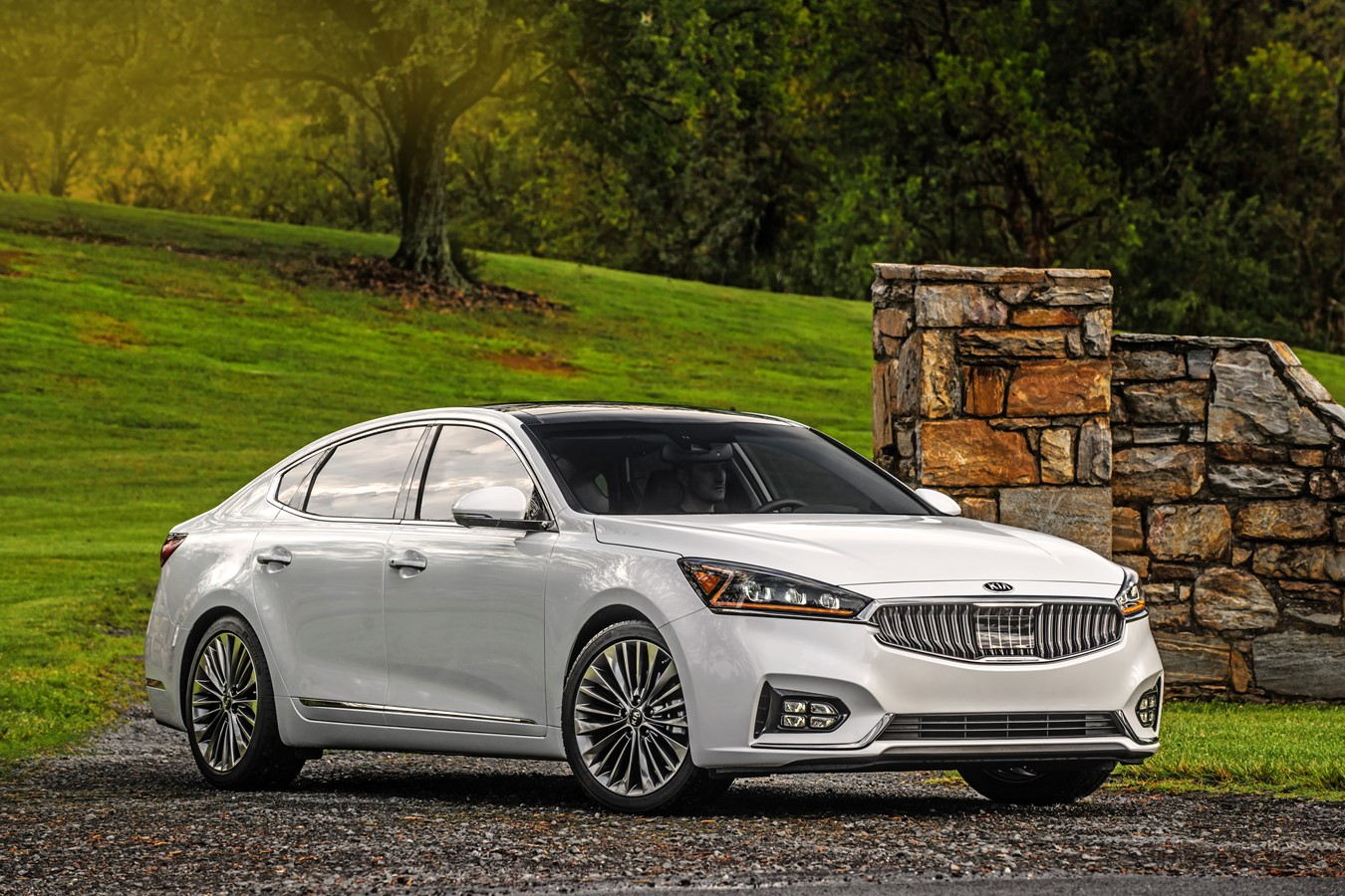 KIA CADENZA NAMED BEST LARGE CAR FOR FAMILIES BY U S  NEWS