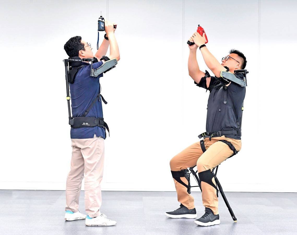 Hyundai Motor Group Develops Wearable Vest Exoskeleton to Alleviate Burden in Overhead Work