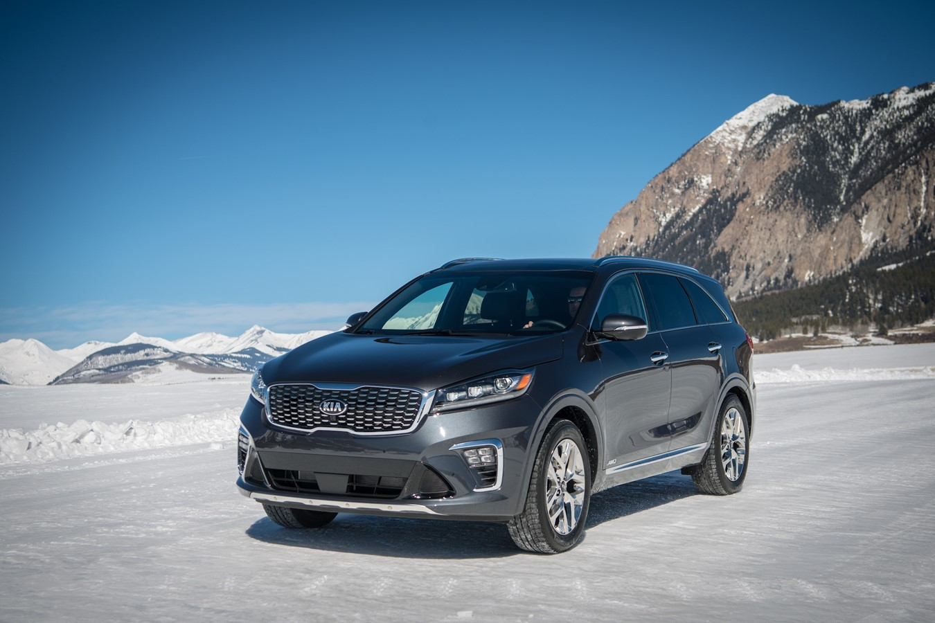 2019 Stinger and 2020 Sorento Snow Driving - 4K - Short version