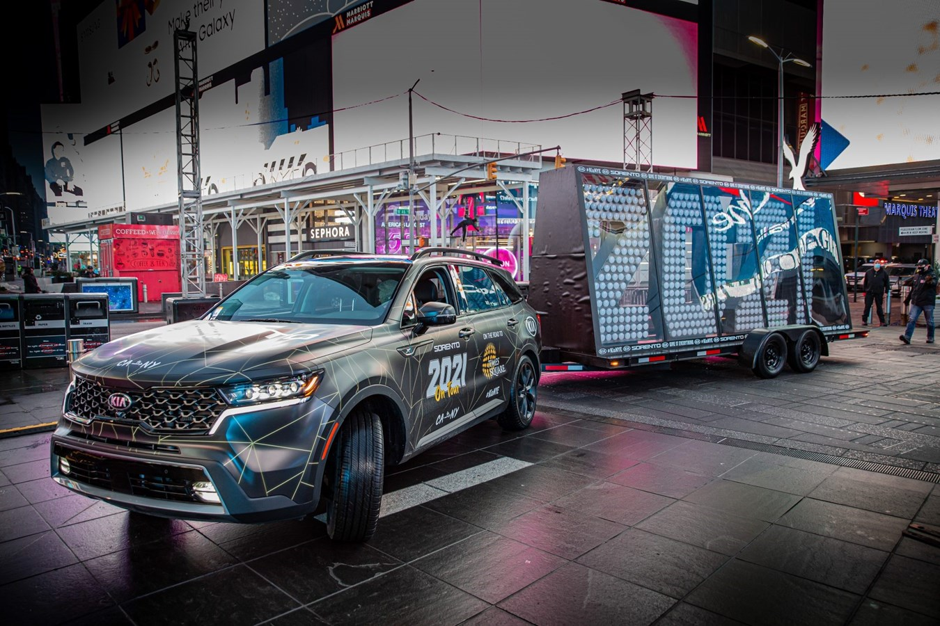 KIA SORENTO DELIVERS 2021 NEW YEAR'S NUMERALS TO TIMES SQUARE