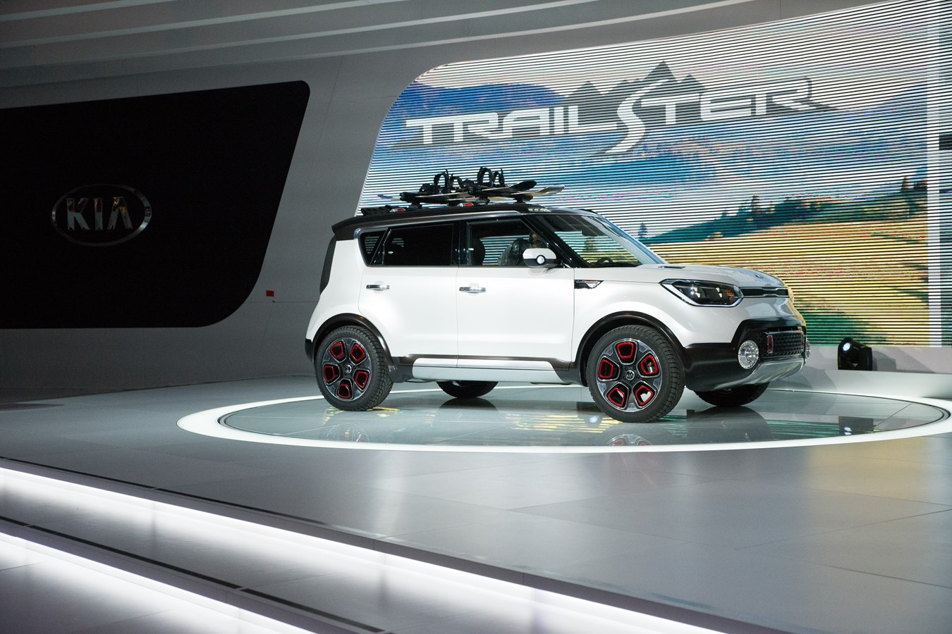 2015 Chicago Auto Show Press Conference