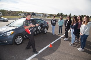 KIA MOTORS AMERICA AND B.R.A.K.E.S. EXPAND HANDS-ON DEFENSIVE DRIVING EDUCATION THROUGHOUT SOUTHERN CALIFORNIA
