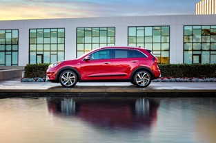 KIA NIRO WINS GREEN CAR JOURNAL'S 2018 GREEN SUV OF THE YEAR™