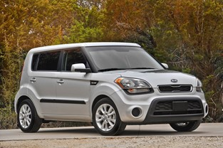 EDMUNDS.COM NAMES KIA SOUL TO LIST OF TOP TEN CARS FOR PET SAFETY